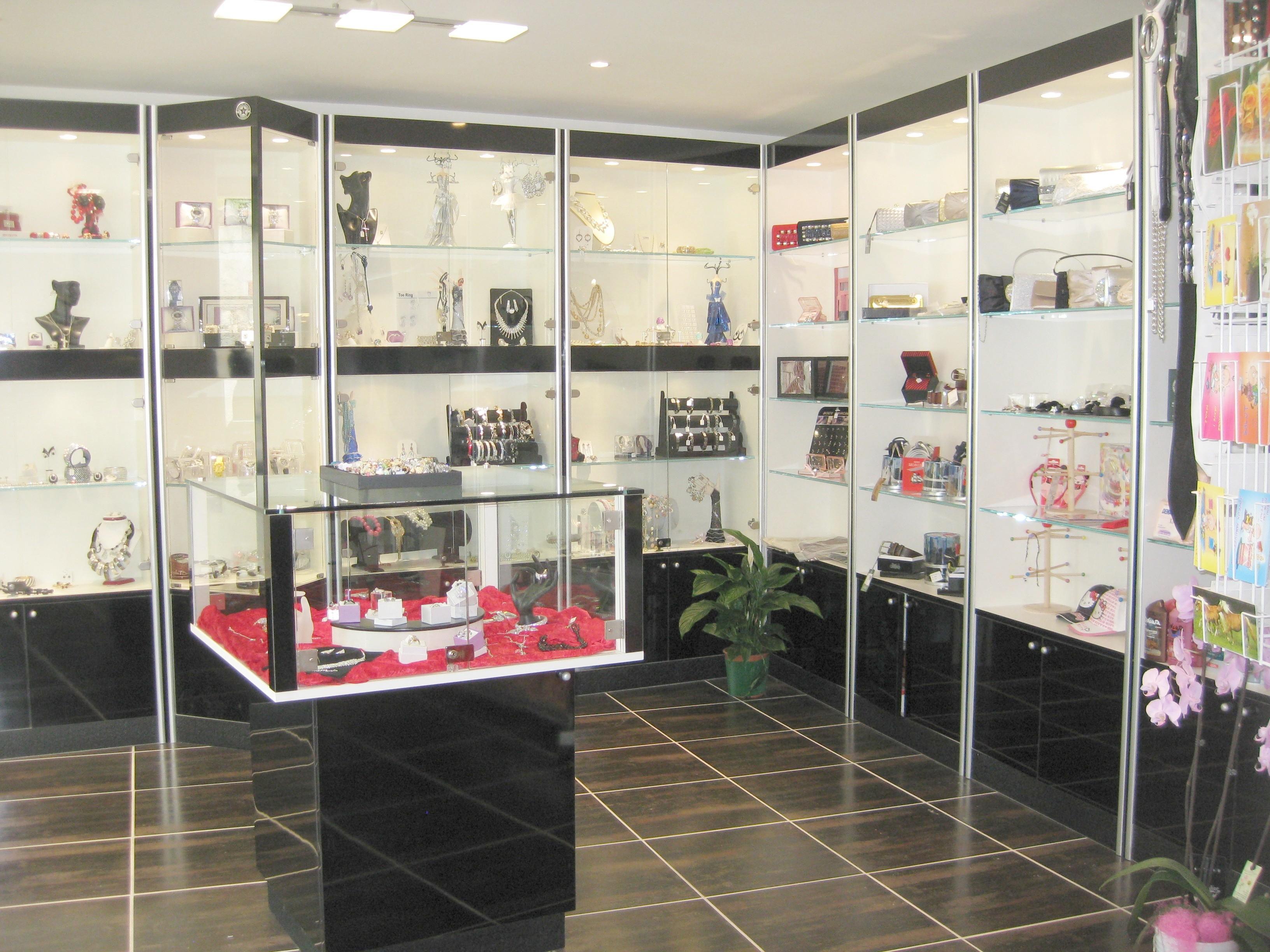 Arredamenti per gioiellerie compra in fabbrica a met for Negozi arredamento vercelli