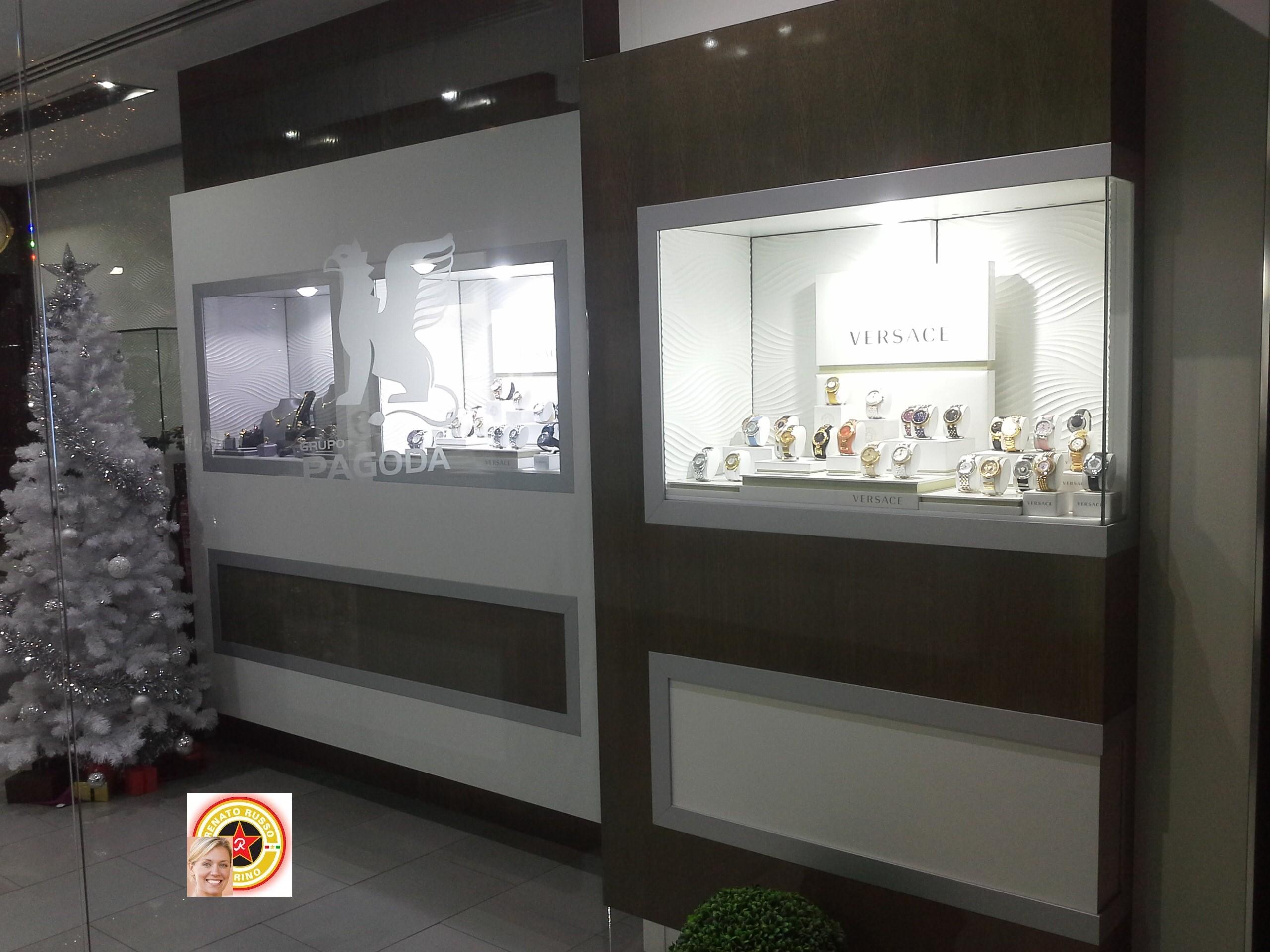 Arredamenti per gioiellerie compra in fabbrica a met prezzo vetrine per oreficerie - Negozi mobili giardino bari ...