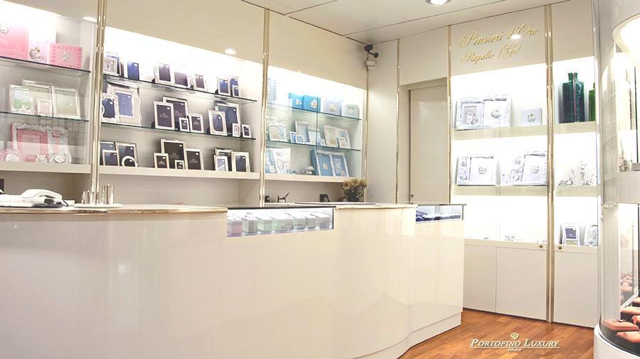 Arredamenti per gioiellerie compra in fabbrica a met for Negozi di arredamento torino