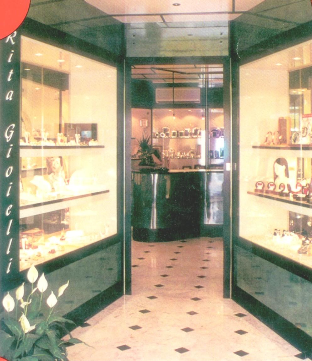 Arredamenti per gioiellerie compra in fabbrica a met for Arredamenti vercelli