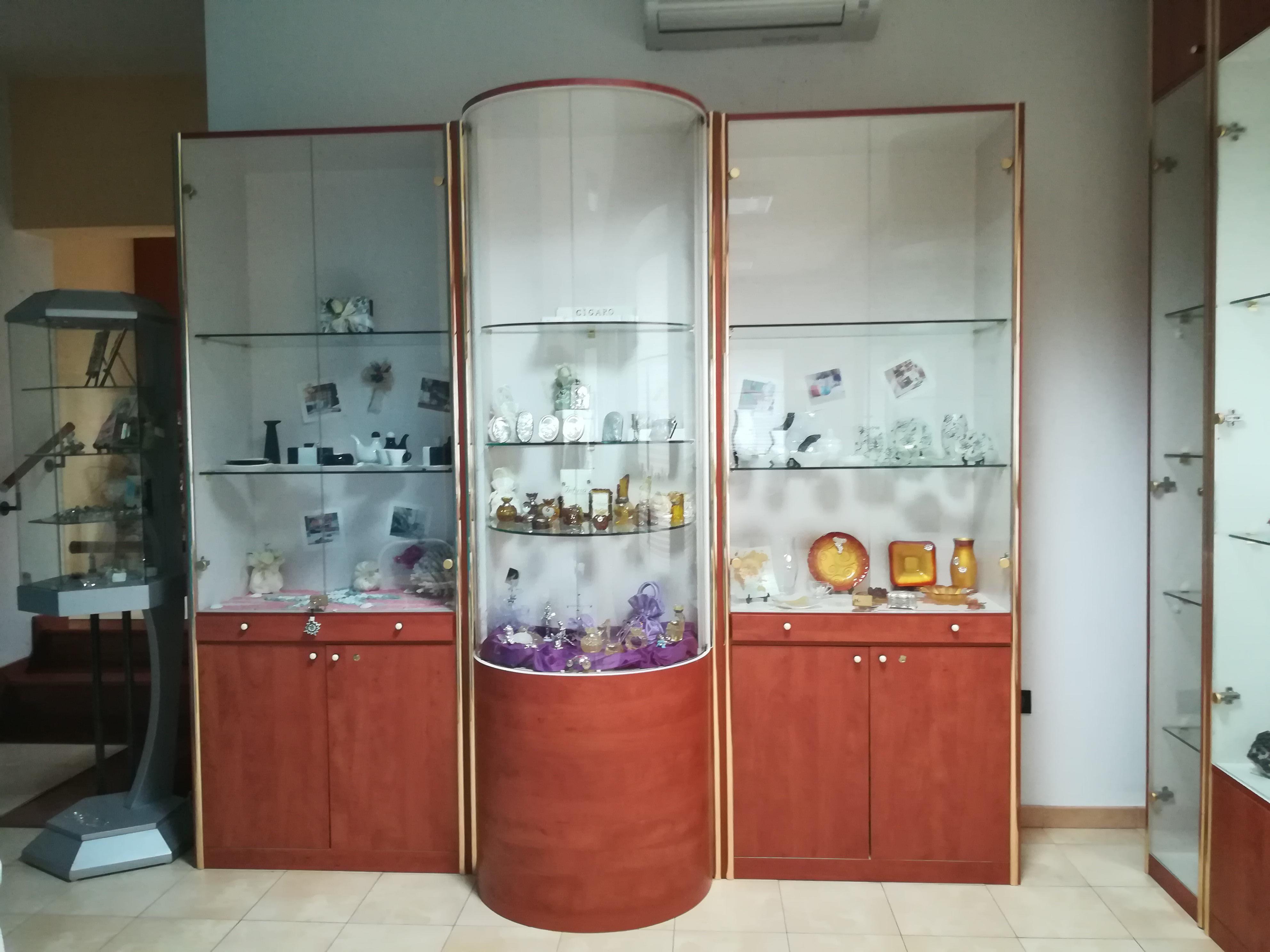 Arredamenti per gioiellerie compra in fabbrica a met for Arredamento per negozi torino